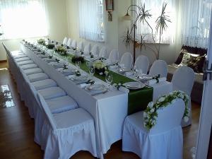 zdjęcie stołu komunijnego